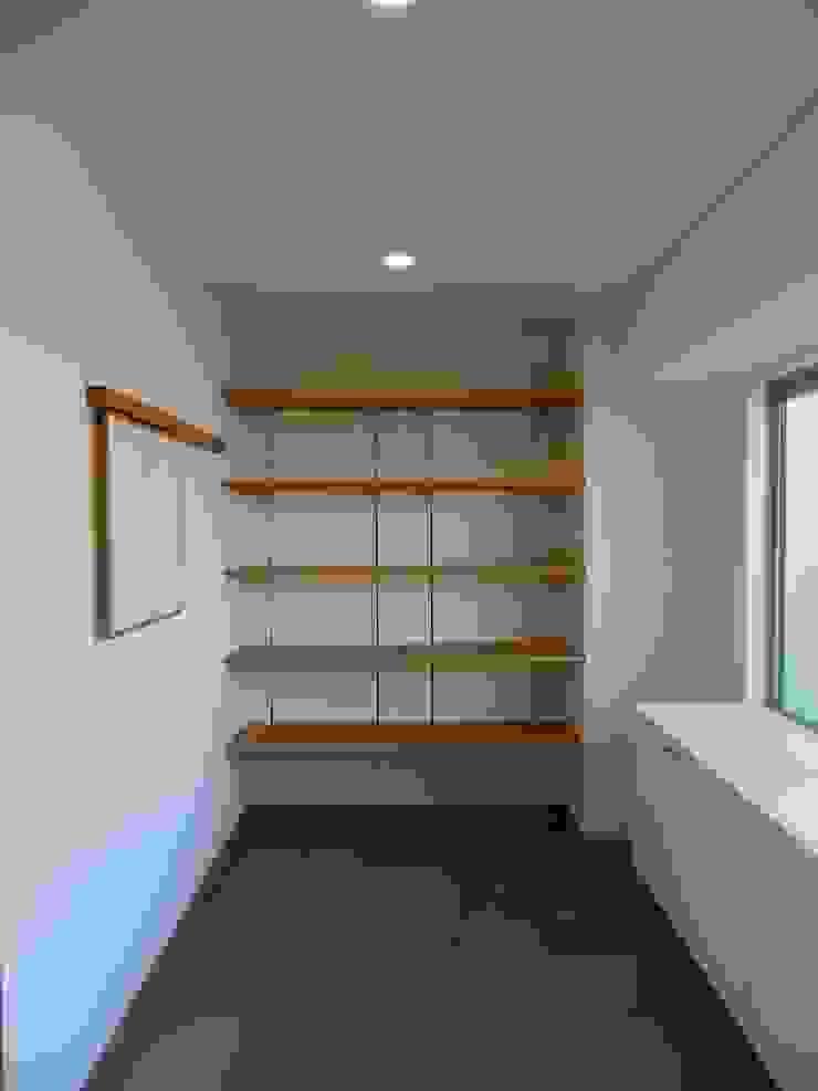 506号室の改装 モダンスタイルの 玄関&廊下&階段 の ツチヤタケシ建築事務所 モダン