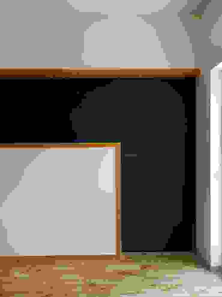 506号室の改装 モダンな 窓&ドア の ツチヤタケシ建築事務所 モダン