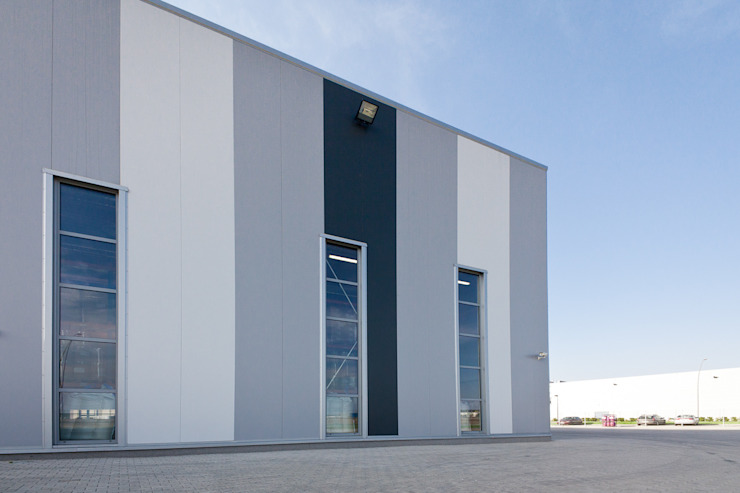 Hala produkcyjna z budynkiem biurowym OLEOFARM, Wrocław od Majchrzak Pracownia Projektowa Nowoczesny