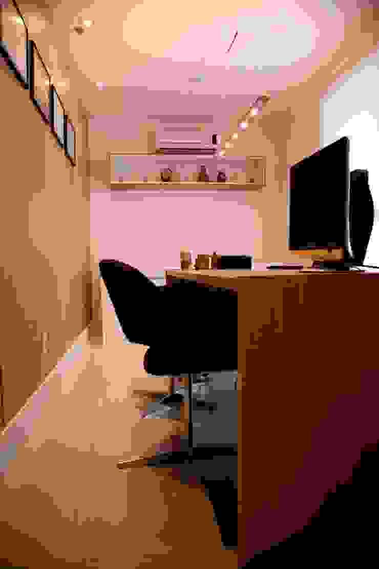 Consultório Médico SALA DE ATENDIMENTO Clínicas modernas por Marcia Debski Ferreira Designer de Interiores Moderno