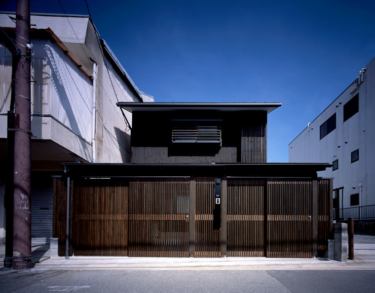 Modern home by エム・アイ・エー・アーキテクツ有限会社 Modern Metal