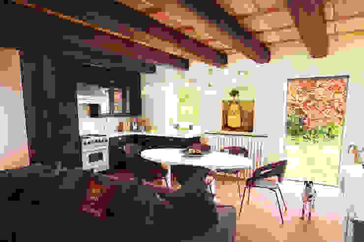 Pranzo Sala da pranzo moderna di Studio Bennardi - Architettura & Design Moderno