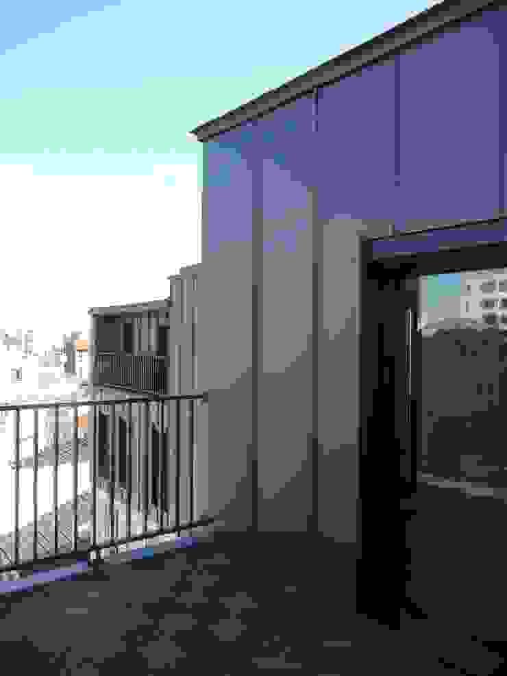 Sur-élevation à ossature Bois – Montreuil Balcon, Veranda & Terrasse modernes par AADD+ Moderne