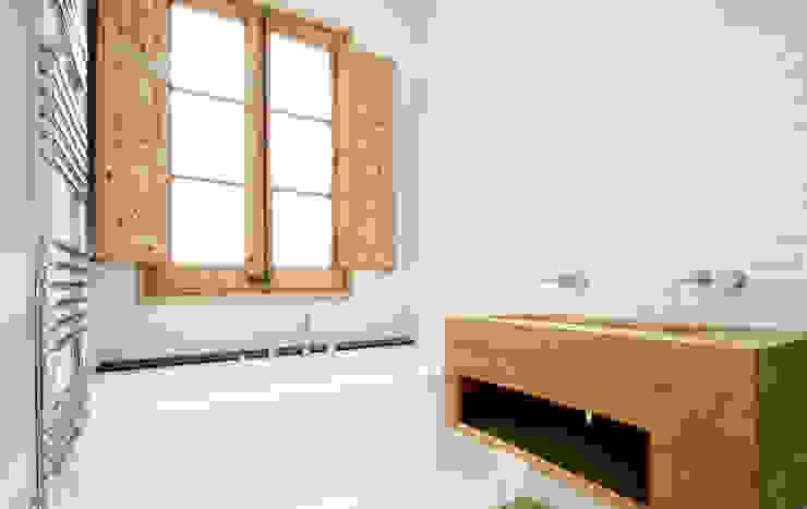 Scandinavian style bathroom by OAK 2000 Scandinavian