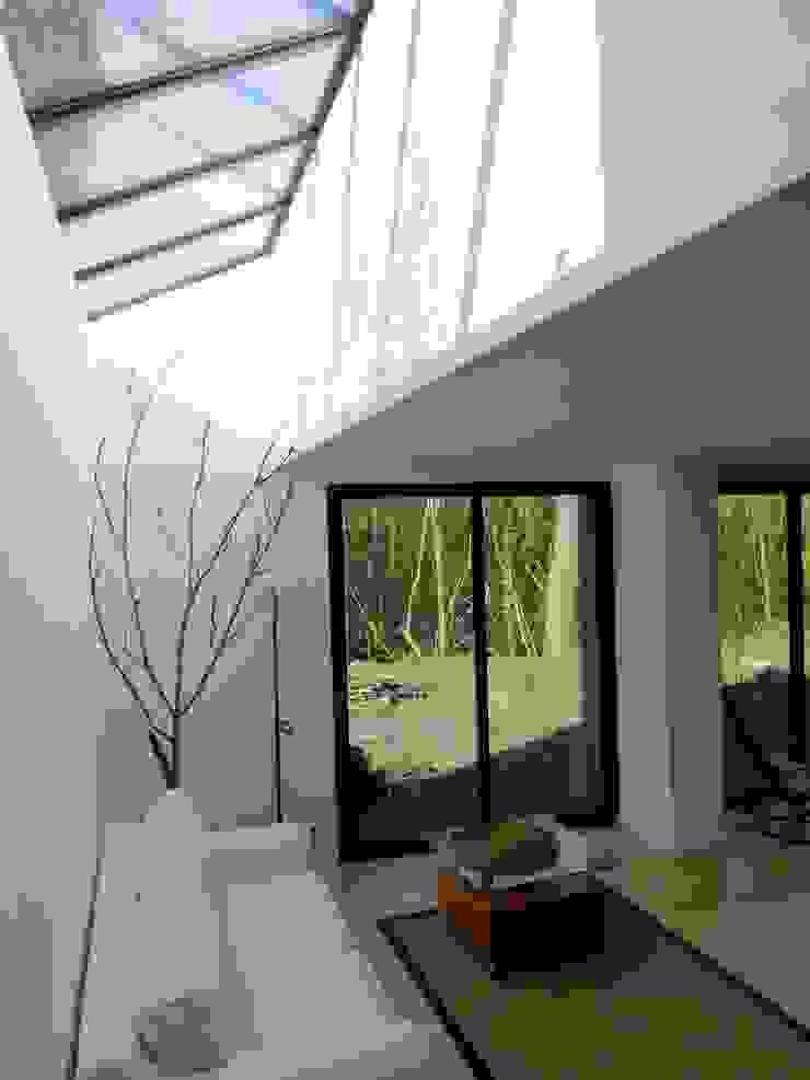 Un Loft à l'Orée du Bois Salon minimaliste par AADD+ Minimaliste