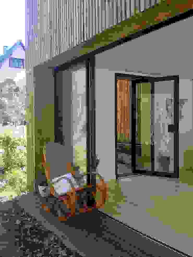 Un Loft à l'Orée du Bois Balcon, Veranda & Terrasse minimalistes par AADD+ Minimaliste