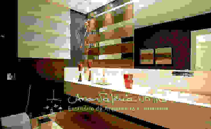Casa Lago Sul Banheiros modernos por Ana Valeria Valle Moderno