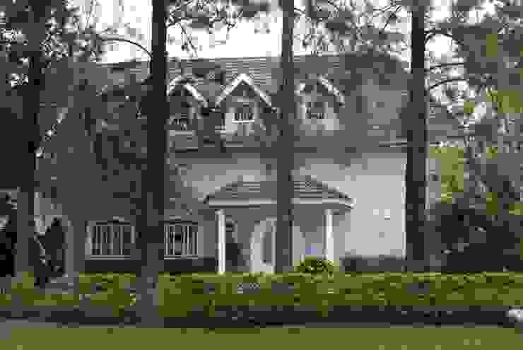 Fachada Casas clássicas por Daniela Zuffo Arquitetura e Interiores Clássico