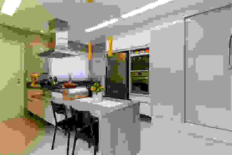 LAM Arquitetura | Interiores Modern kitchen