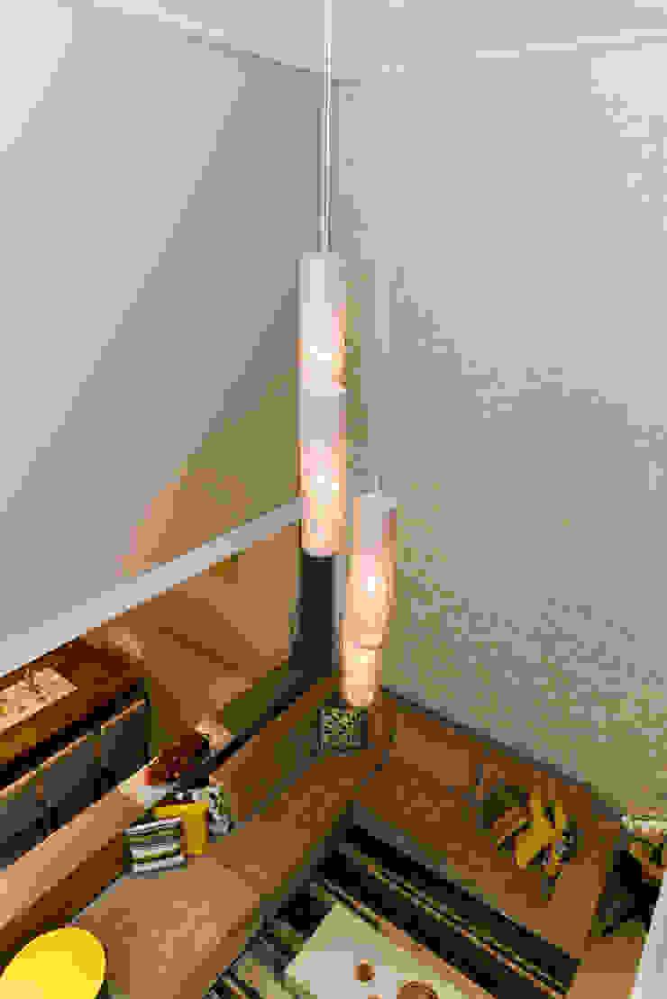 LAM Arquitetura | Interiores Modern corridor, hallway & stairs