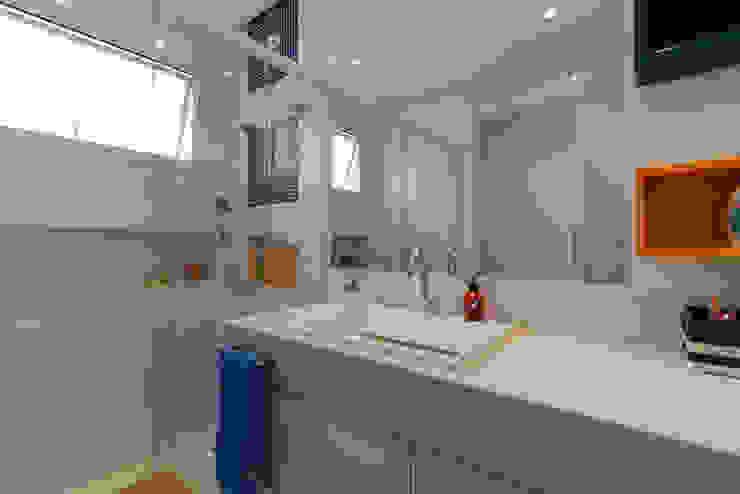 LAM Arquitetura | Interiores Modern bathroom