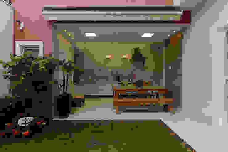 Residência Jardim Avelino Varandas, alpendres e terraços modernos por LAM Arquitetura | Interiores Moderno