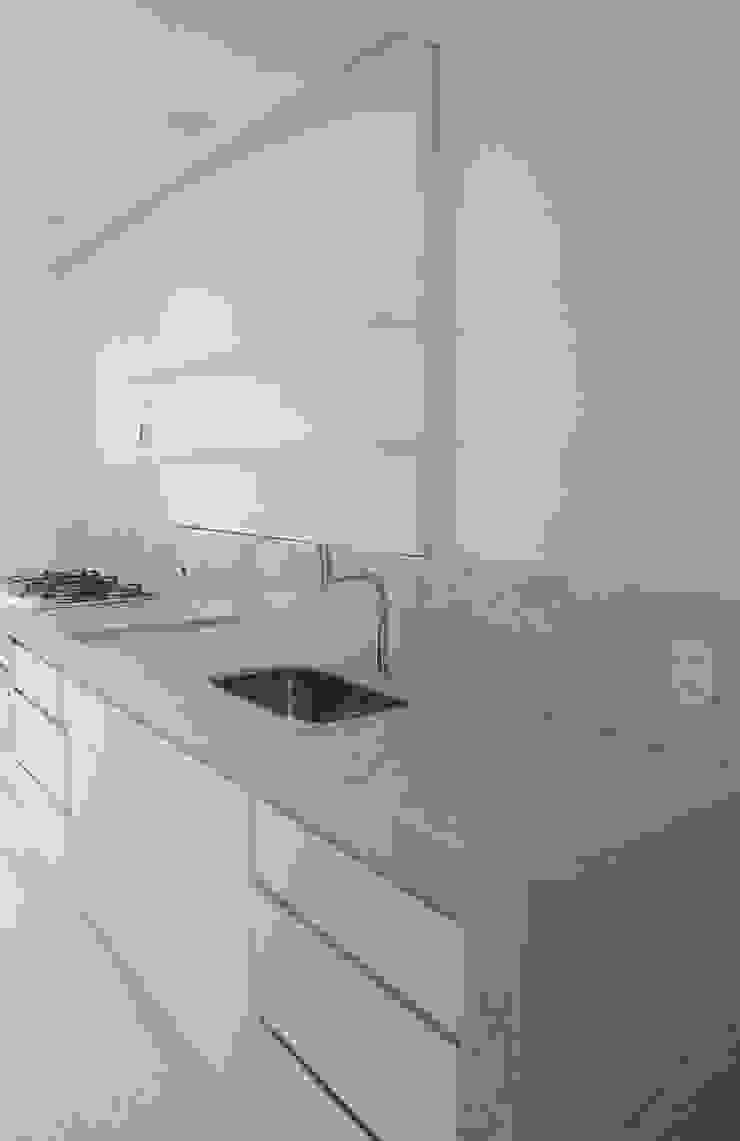Apartamento K Cozinhas minimalistas por bARST arquitetura e urbanismo Minimalista