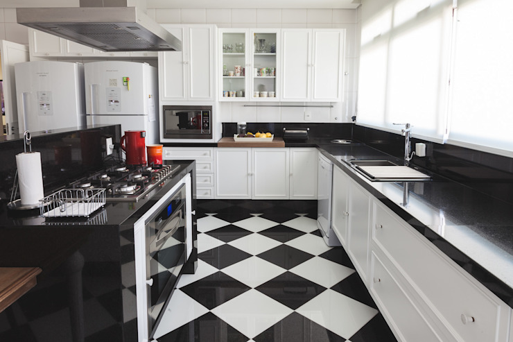 Apartamento Bairro Funcionários: Cozinhas  por Rosangela C Brandão Interiores