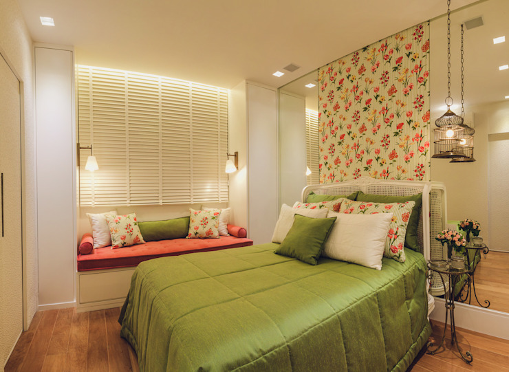 Classic style bedroom by Rosangela C Brandão Interiores Classic