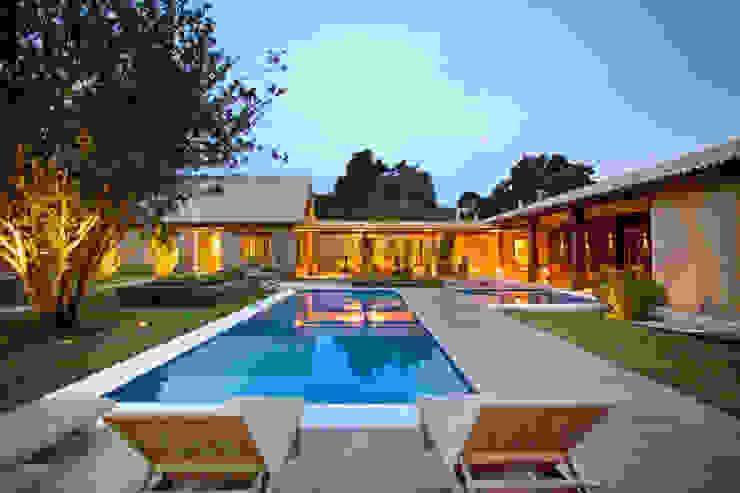 Casas de estilo  por Mario Caetano e Eliane Pinheiro, Rural