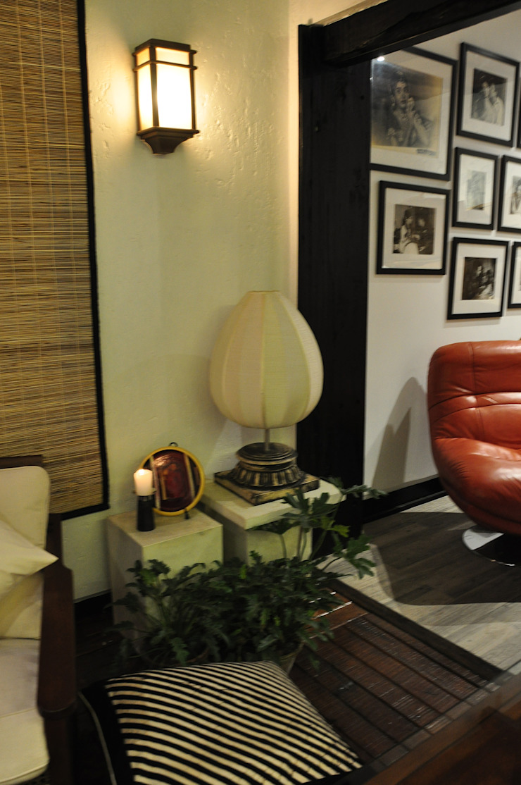 Apartment monica khanna designs ห้องนั่งเล่นของตกแต่งและอุปกรณ์จิปาถะ