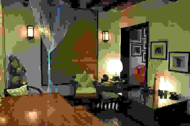 Apartment monica khanna designs ห้องทานข้าวโต๊ะ