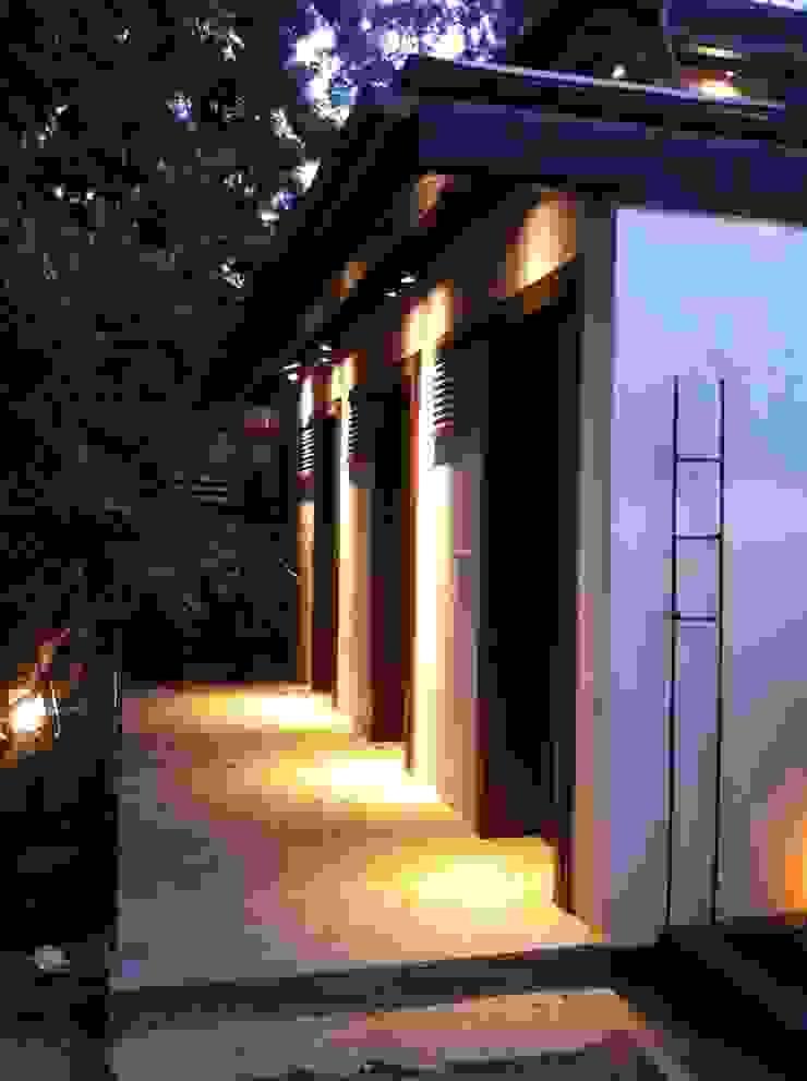 Juanapur Farmhouse monica khanna designs ระเบียง นอกชานระบบไฟ