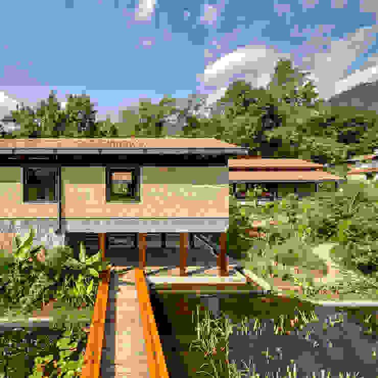Maisons modernes par TAAR / TALLER DE ARQUITECTURA DE ALTO RENDIMIENTO Moderne