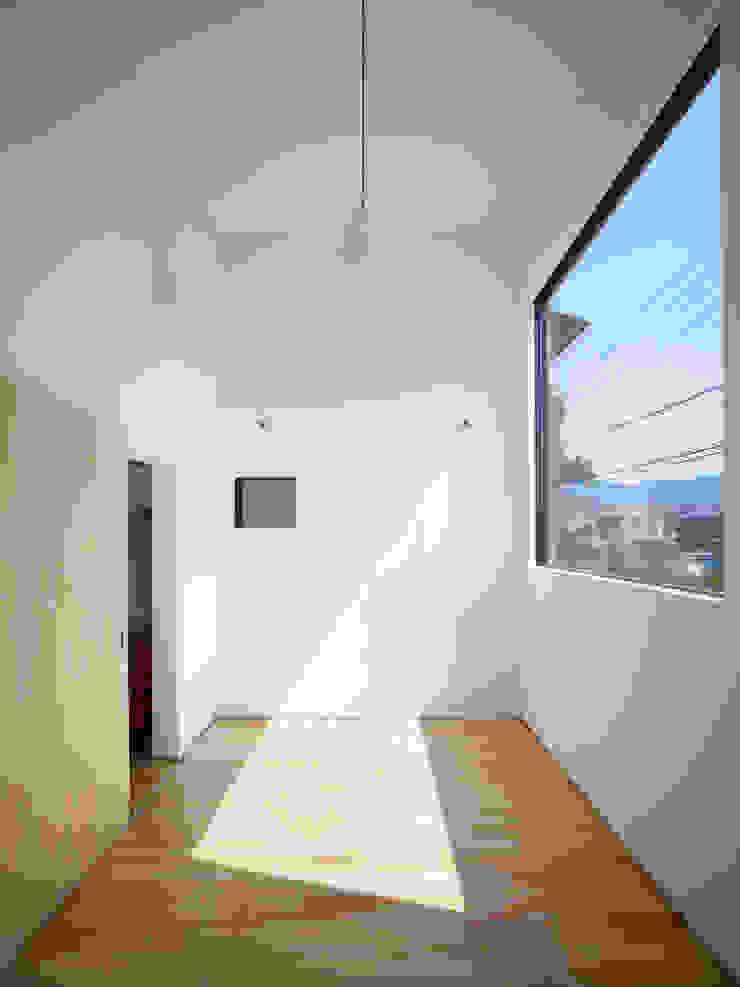 岩倉の家 モダンデザインの リビング の 牧野研造建築設計事務所 モダン