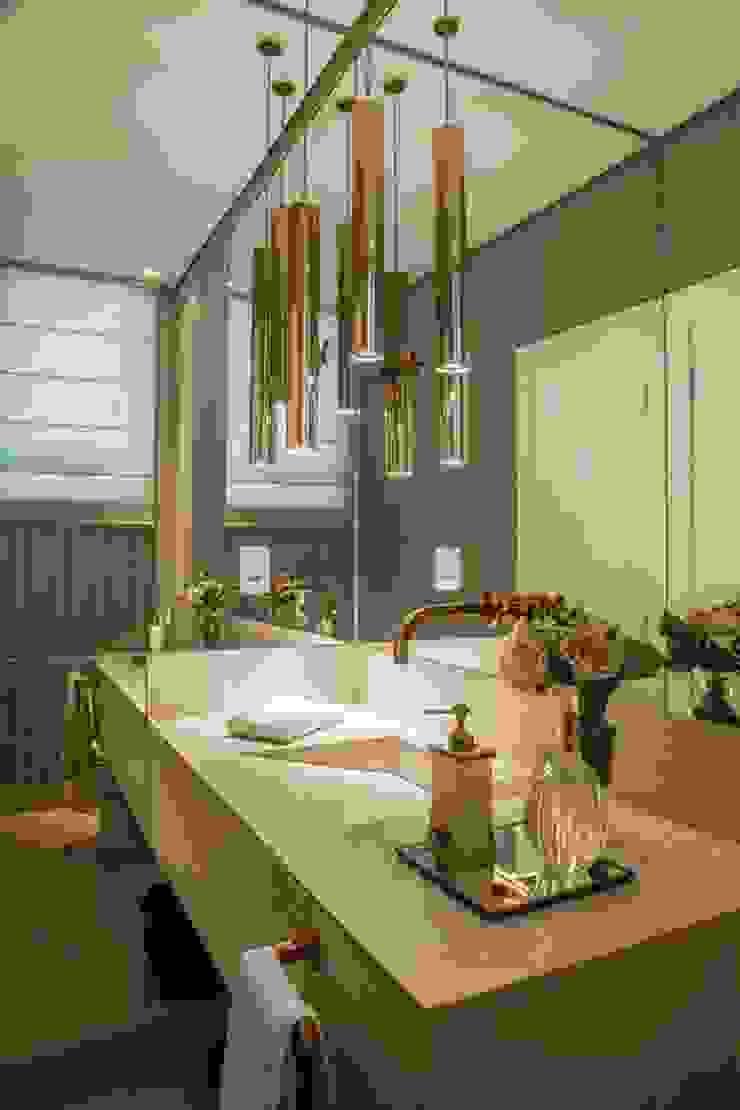 Casa Bairro Alphaville. Belo Horizonte Banheiros modernos por Rosangela C Brandão Interiores Moderno