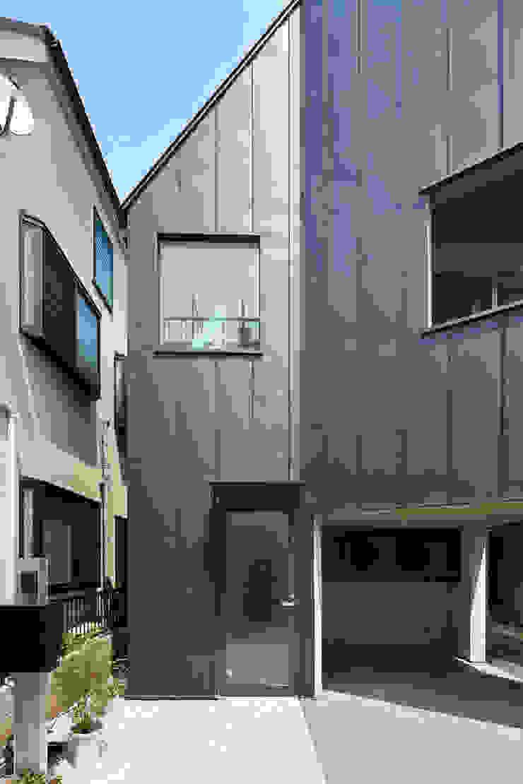 Maisons modernes par 牧野研造建築設計事務所 Moderne Métal