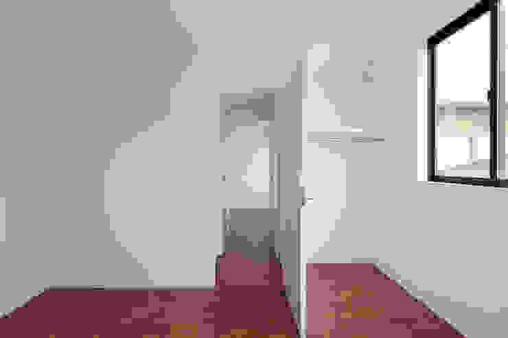 Chambre d'enfant moderne par 牧野研造建築設計事務所 Moderne Contreplaqué