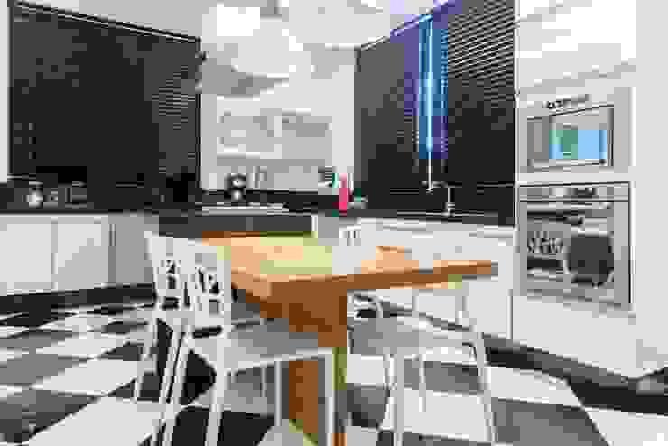 Casa Bairro Alphaville. Belo Horizonte Cozinhas modernas por Rosangela C Brandão Interiores Moderno