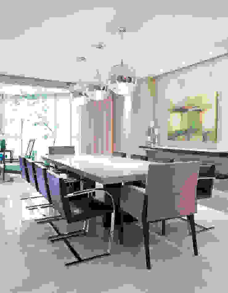 Apartamento Bairro Belvedere II Salas de jantar modernas por Rosangela C Brandão Interiores Moderno