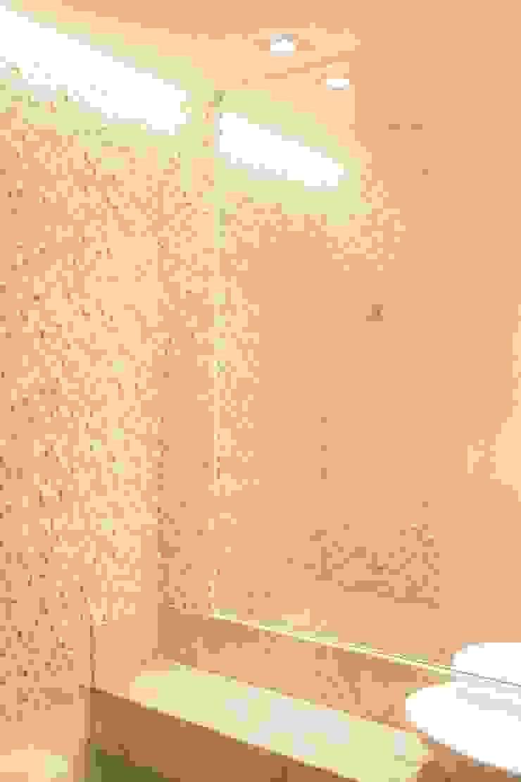 Phòng tắm phong cách hiện đại bởi Danielle David Arquitetura Hiện đại Đá hoa