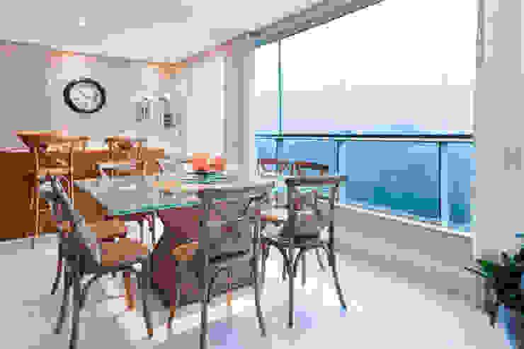 Apartamento Bairro Belvedere II Varandas, alpendres e terraços ecléticos por Rosangela C Brandão Interiores Eclético