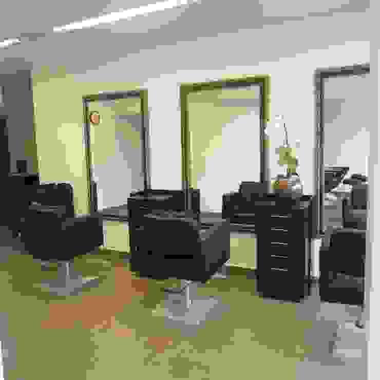 Sala de cortes de cabelos Espaços comerciais modernos por Danielle David Arquitetura Moderno
