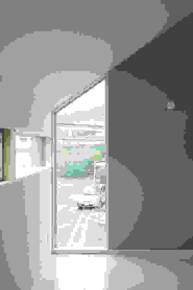 リビングからの遠景 オリジナルデザインの リビング の 田原泰浩建築設計事務所 オリジナル