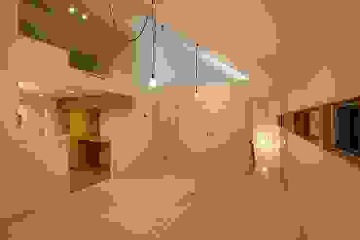 夜のリビングダイニング オリジナルデザインの リビング の 田原泰浩建築設計事務所 オリジナル