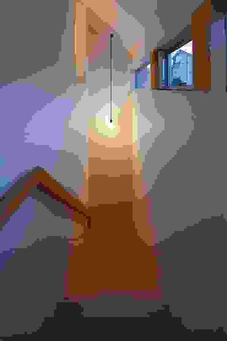階段 オリジナルスタイルの 玄関&廊下&階段 の 田原泰浩建築設計事務所 オリジナル