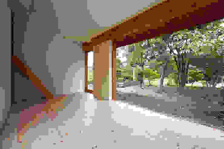 伊香保の小屋 ミニマルデザインの リビング の デザインプラネッツ一級建築士事務所 ミニマル