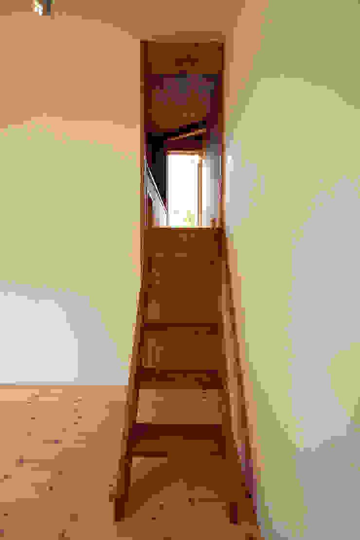 伊香保の小屋 ミニマルスタイルの 玄関&廊下&階段 の デザインプラネッツ一級建築士事務所 ミニマル