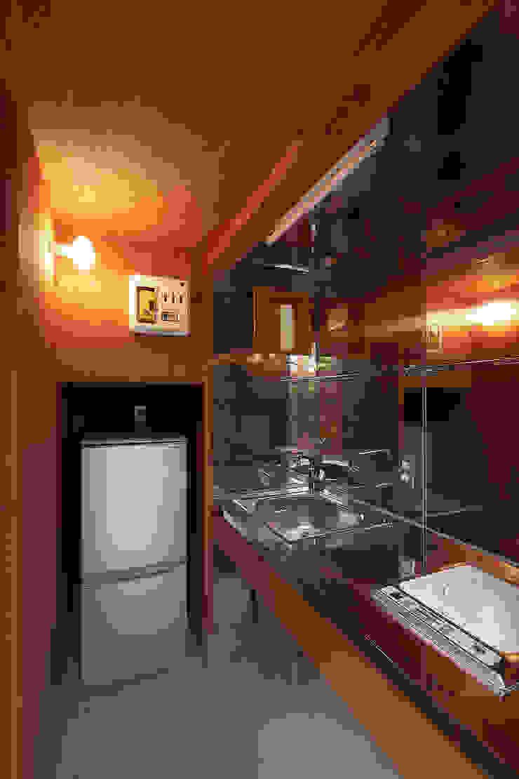 伊香保の小屋 ミニマルデザインの キッチン の デザインプラネッツ一級建築士事務所 ミニマル