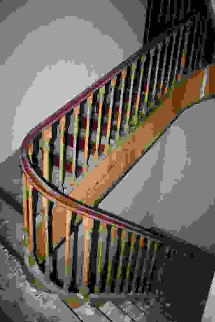 São Lazaro Corredores, halls e escadas modernos por minimalinea Moderno