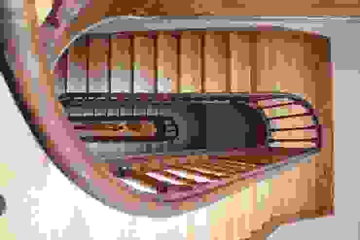 Obra Corredores, halls e escadas modernos por minimalinea Moderno