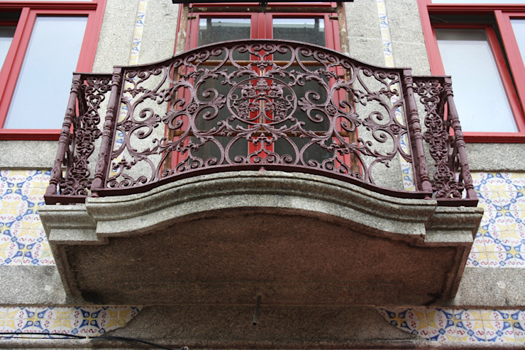 Obra minimalinea Balcone, Veranda & Terrazza in stile moderno