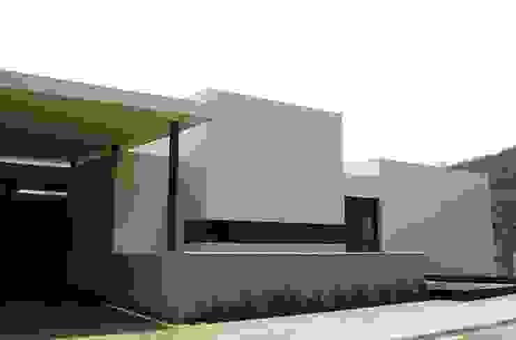 CASA MV RENACIMIENTO Casas modernas de planeta diseño + construcción SA de CV Moderno