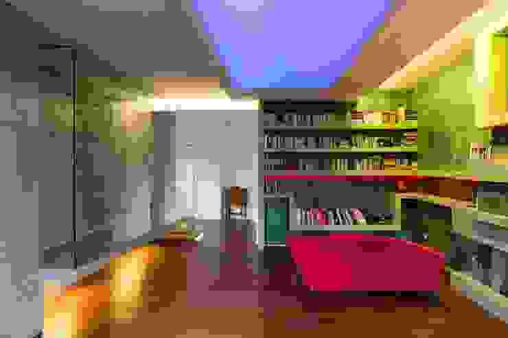 39-7 House Soggiorno moderno di officinaleonardo Moderno Laterizio