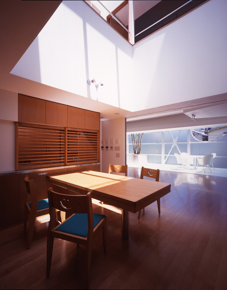 Moderne Esszimmer von Guen BERTHEAU-SUZUKI Co.,Ltd. Modern