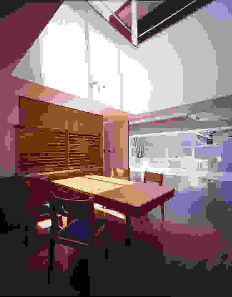 Modern Dining Room by Guen BERTHEAU-SUZUKI Co.,Ltd. Modern