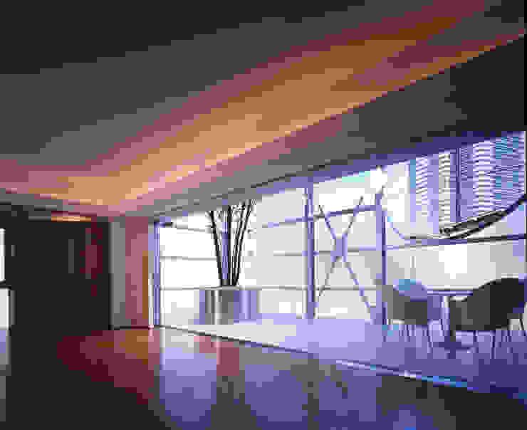 Salas de estilo moderno de Guen BERTHEAU-SUZUKI Co.,Ltd. Moderno