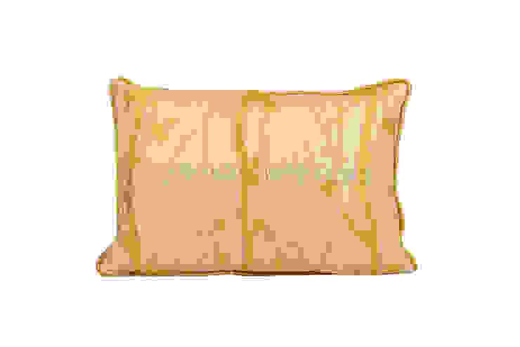 Подушка V1028 от LeHome Interiors Классический Текстиль Янтарный / Золотой