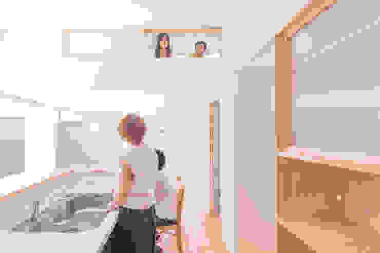 つどう×つながる家 モダンな キッチン の 加藤淳一級建築士事務所 モダン 木 木目調