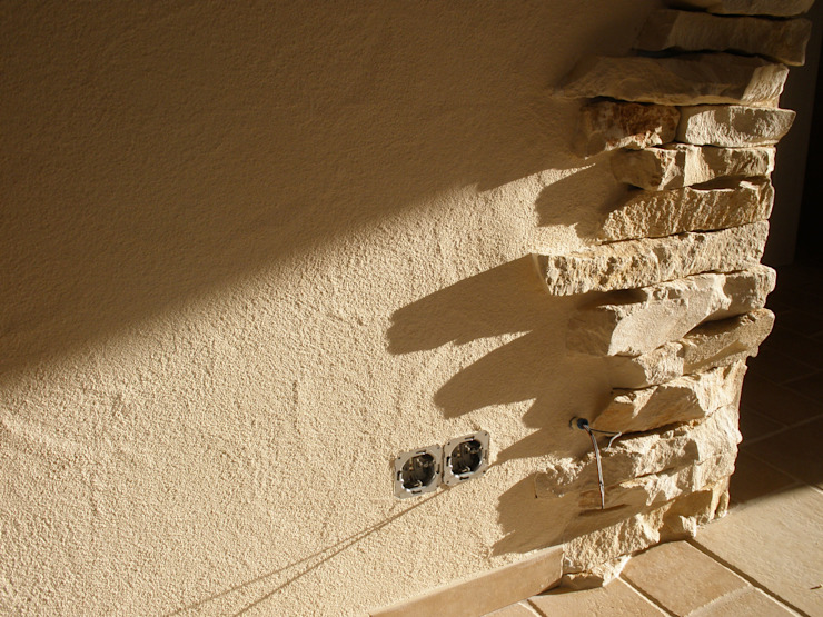 Paredes de estilo  por RenoBuild Algarve